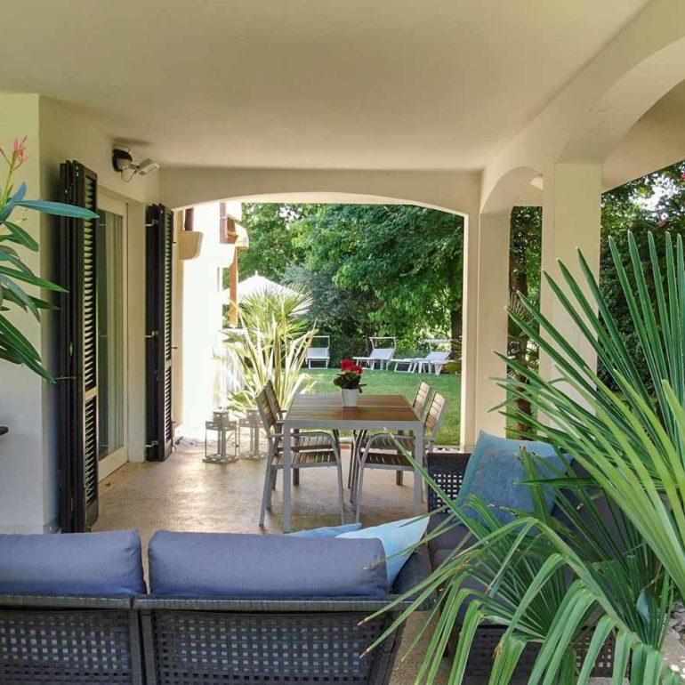 Italia-Living-Villa-Garda-outside