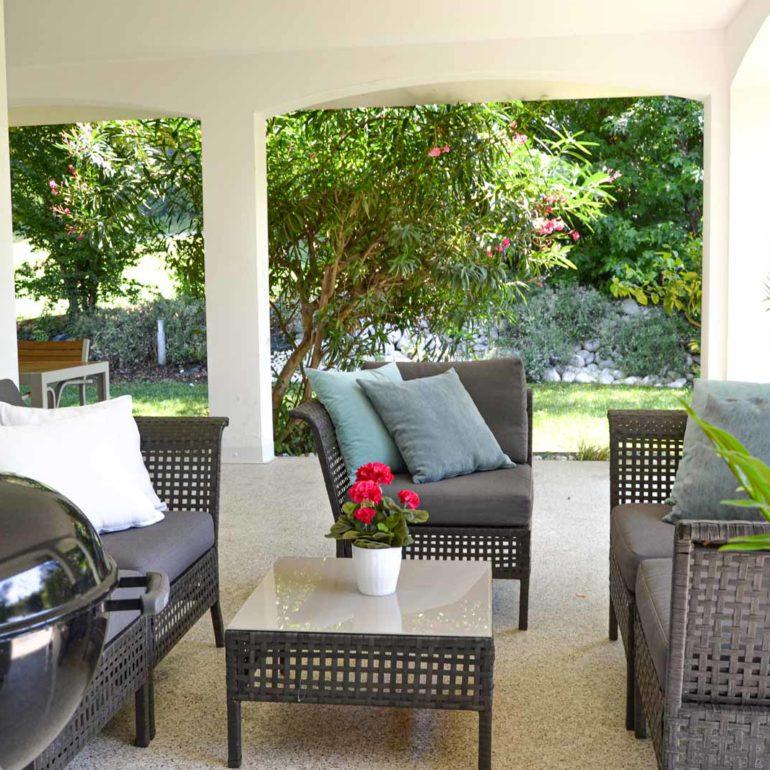 Italia-Living-Villa-courtyard